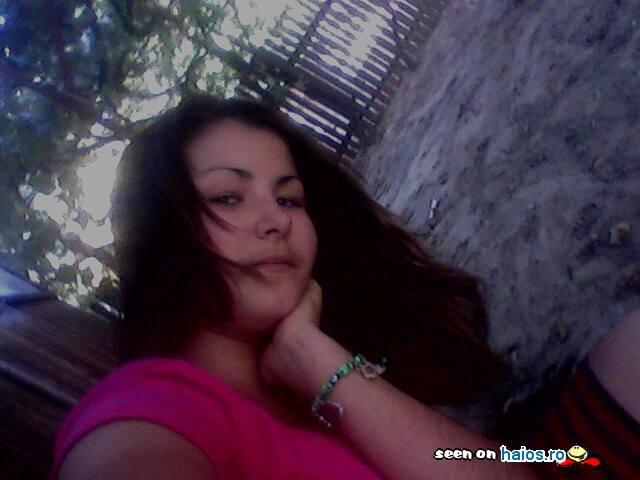 mihaelaa_miha_ioana_23_fata_sprijinita_in_mana.jpg
