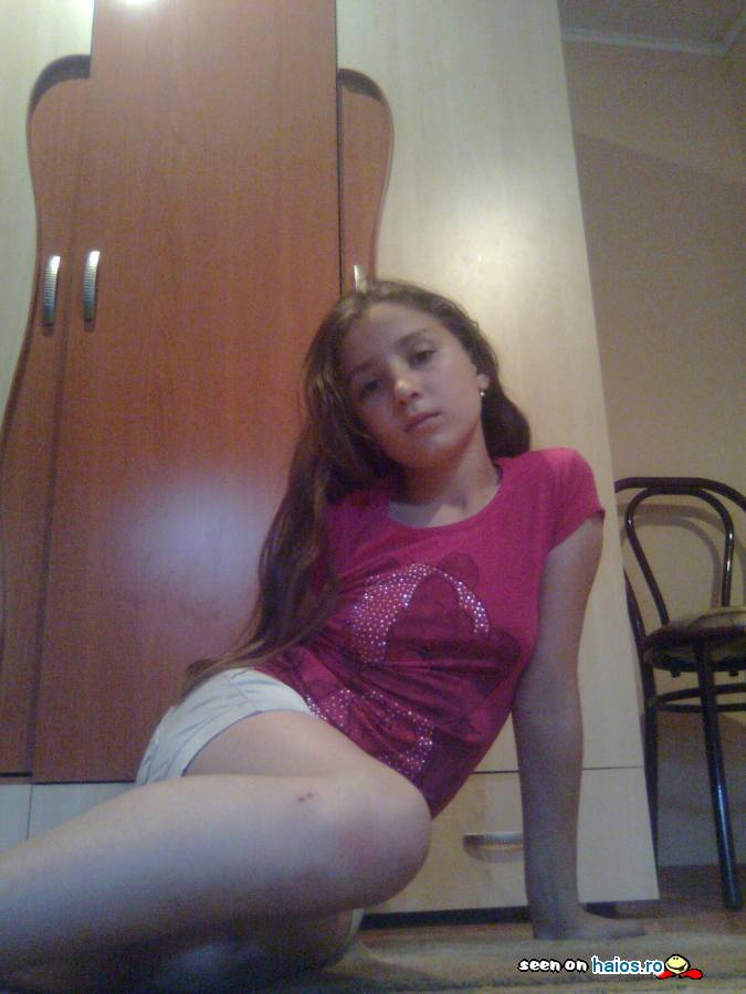 yulika_dulcik_70_12_ani_fetita_tricou_roz_camera_comentarii_teste.jpg