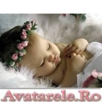 bebe_dormind_coronita_pe_cap_avatarele_ro.jpg